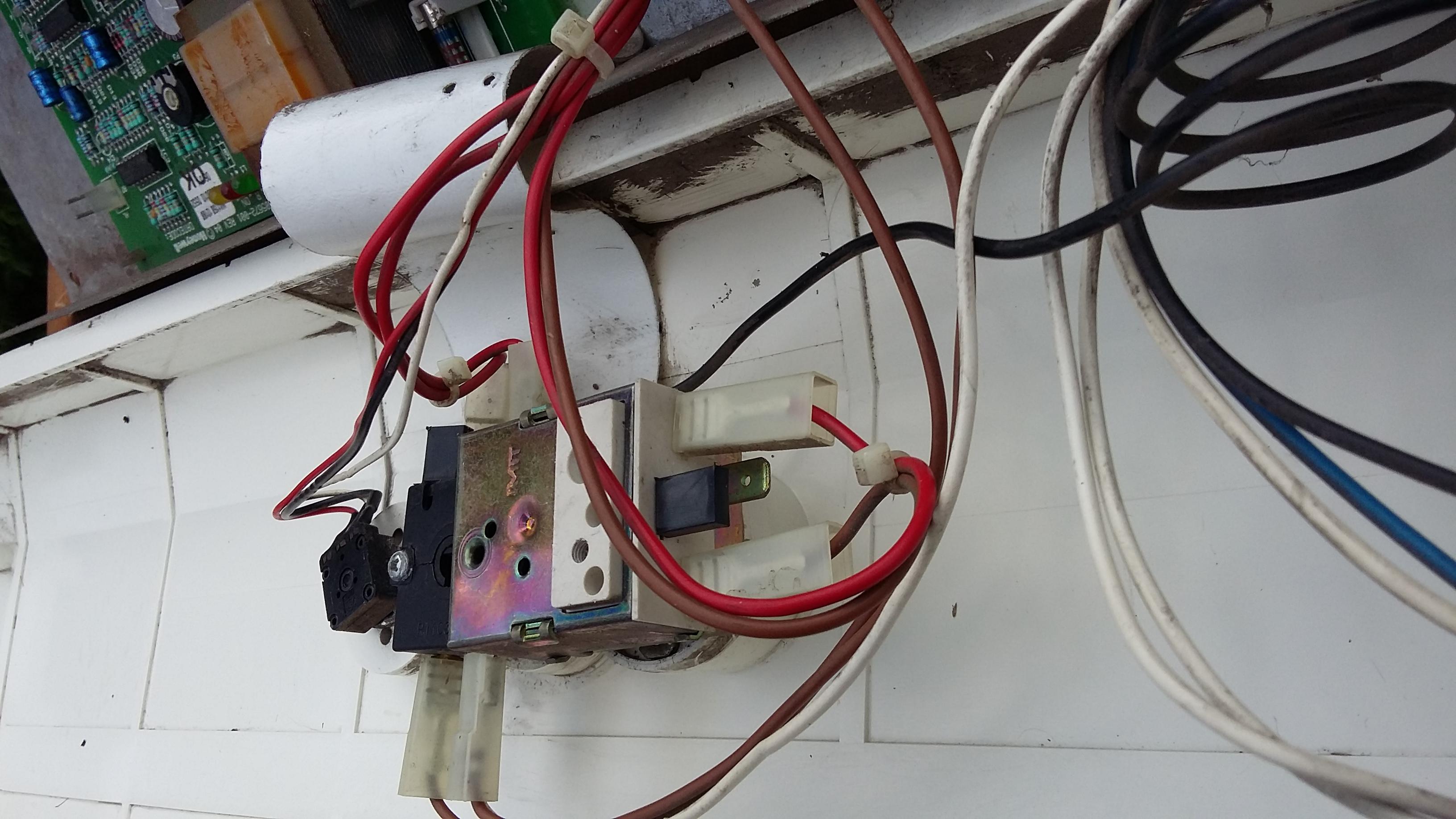 jak připojím termostat na honeywell jaké státy vyžadují datování potravinových produktů